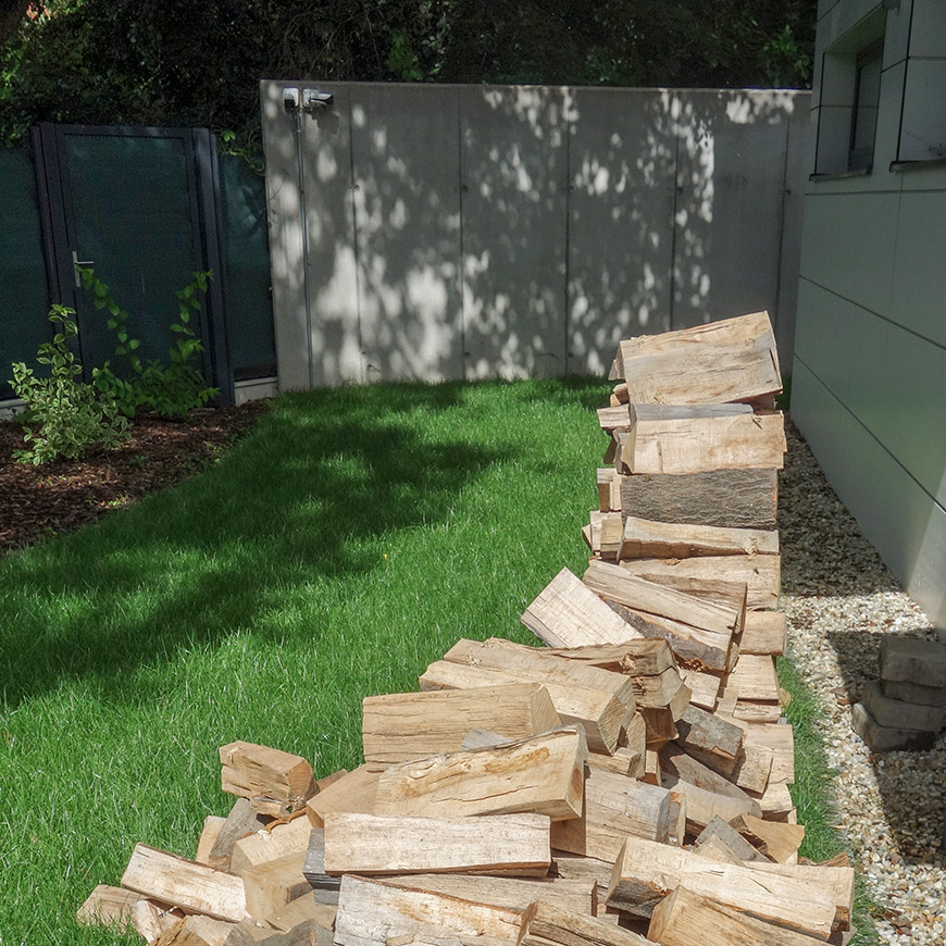 Palivové drevo u susedov